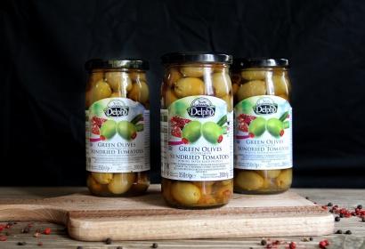 Оливки фаршированные сушеными томатами в рассоле Delphi